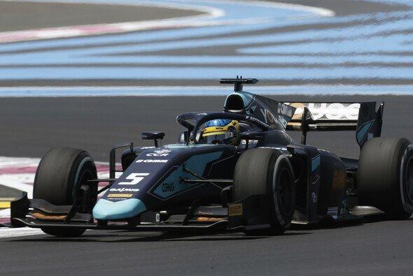 Sergio Sette Camara überstand im Formel-2-Qualifying zwei rote Flaggen und einen Dreher - Foto: LAT Images