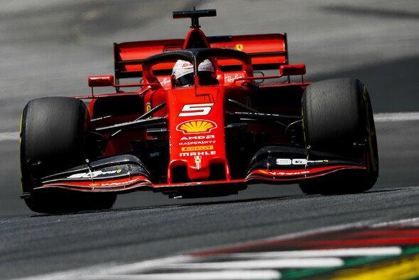 Wird Ferrari doch noch Herr der Roten Göttin? - Foto: LAT Images