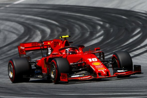 Ferrari-Pilot Charles Leclerc hat sich in Österreich die zweite Formel-1-Pole-Position seiner Karriere gesichert - Foto: LAT Images