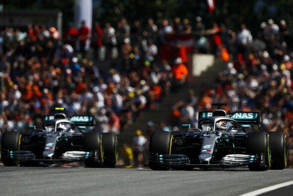 Lewis Hamilton und Valtteri Bottas sind in Silverstone die großen Siegkandidaten - Foto: LAT Images