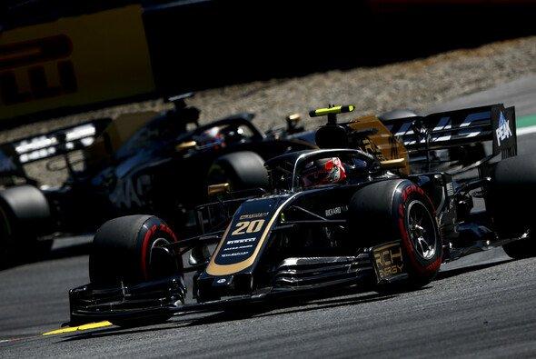 Kevin Magnussen und Romain Grosjean stritten sich immer wieder auf der Strecke - Foto: LAT Images
