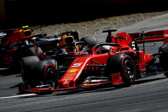Sebastian Vettel lieferte in Spielberg eine Aufholjagd - Foto: LAT Images