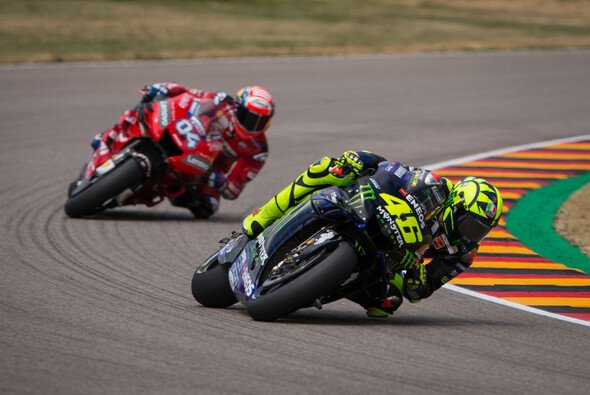 Valentino Rossi sieht Andrea Dovizioso bereits als MotoGP-Champion an - Foto: Tobias Linke