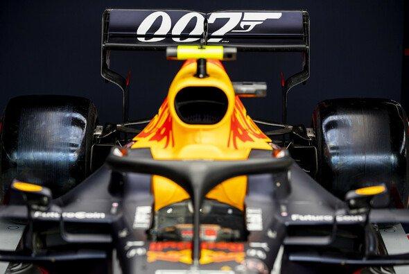 Red Bull fährt für das Heimrennen des Teams und Titelsponsor Aston Martins ein James-Bond-Design auf - Foto: Red Bull