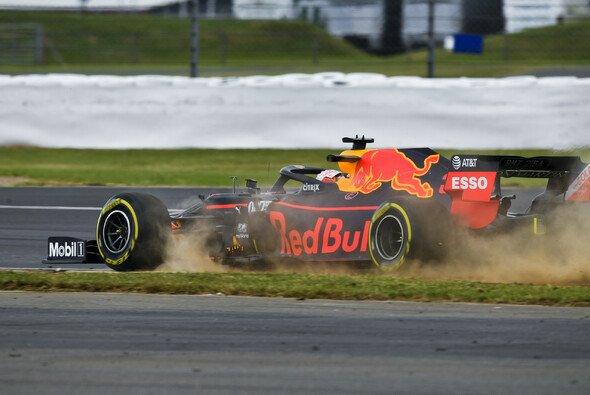 Max Verstappen war am Trainingsfreitag der Formel 1 in Silverstone neben der Spur - Foto: LAT Images