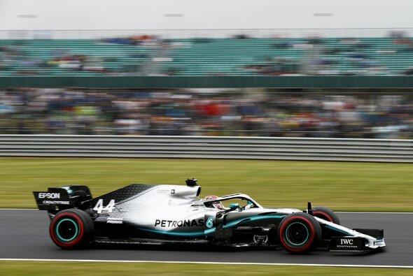 Lewis Hamilton musste Valtteri Bottas zum vierten Mal in der Formel-1-Saison 2019 die Pole Position überlassen - Foto: LAT Images
