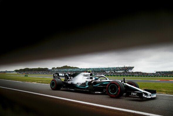 Bottas steht in Silverstone auf Pole - Foto: LAT Images