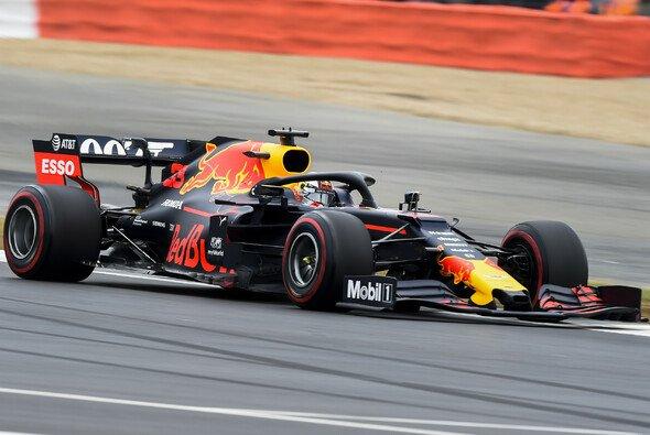 Max Verstappen war im Qualifying von Silverstone zumindest dran an der Spitze - Foto: LAT Images