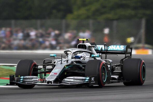 Valtteri Bottas startet beim Formel-1-Rennen in Silverstone am Sonntag von der Pole Position - Foto: LAT Images