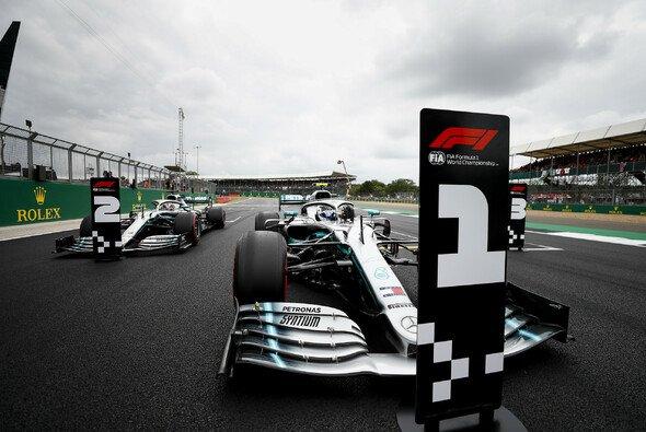 Mercedes muss sich im Silverstone trotz erster Startreihe auf heftige Gegenwehr von Ferrari und Red Bull einstellen - Foto: LAT Images