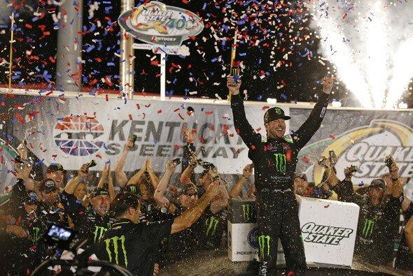 Erster Saisonsieg für Kurt Busch - Foto: LAT Images