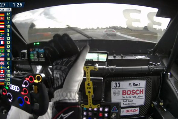 Hier winkt Rene Rast in Richtung seines Vordermannes Nico Müller - Foto: Sat.1/Screenshot
