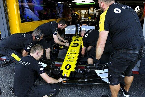 Die Formel-1-Teams haben am Trainingsfreitag zweimal 90 Minuten für Experimente - Foto: LAT Images