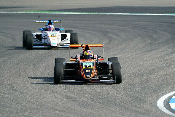 Im Training der Schnellste: Red Bull Junior Dennis Hauger - Foto: ADAC Formel 4