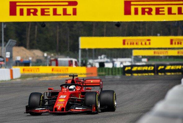 Ferrari war auch auf den Longruns in den Formel-1-Trainings von Hockenheim nur hauchdünn vor Mercedes - Foto: LAT Images