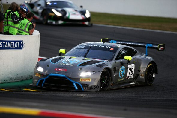Jake Dennis fuhr im Aston Martin Vantage GT3 #76 auf Platz 13 - Foto: R-Motorsport