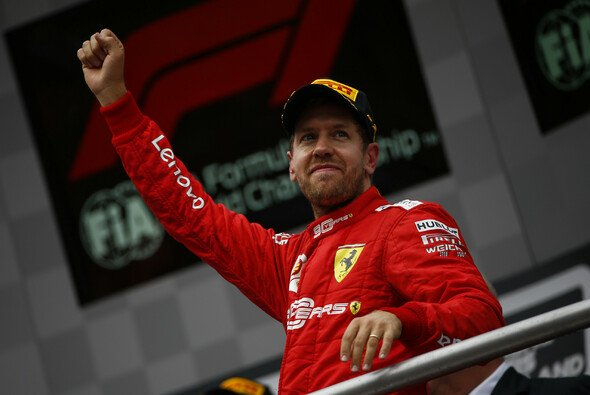 Sebaistian Vettels Welt ist 24 Stunden nach dem Quali-Drama wieder in Ordnung - Foto: LAT Images