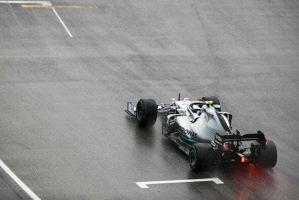 Valtteri Bottas vergab mit seinem Unfall in Hockenheim einen Big Point im Kampf gegen Lewis Hamilton - Foto: LAT Images