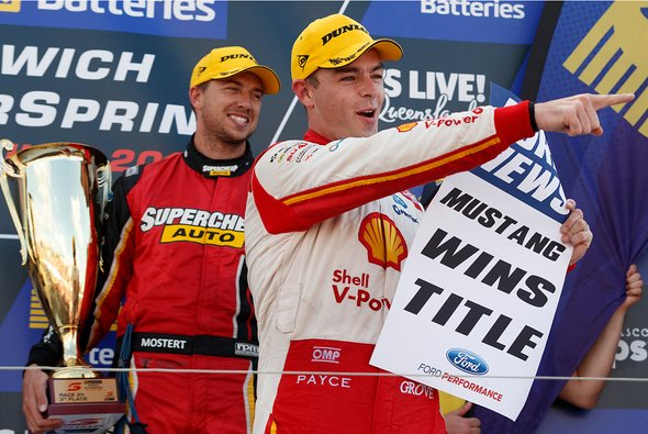 Supercars-Star Scott McLaughlin und das 10.000-Dollar-Poster - Foto: Supercars