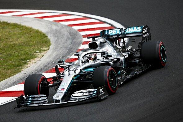 Lewis Hamilton fährt im 1. Freien Training zum Ungarn GP Bestzeit auf dem Hungaroring - Foto: LAT Images