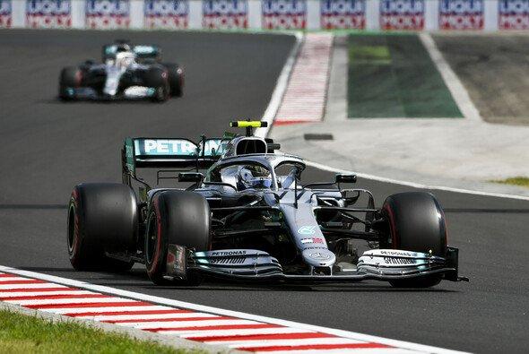 Valtteri Bottas setzte sich in Ungarn gegen Lewis Hamilton durch - Foto: LAT Images