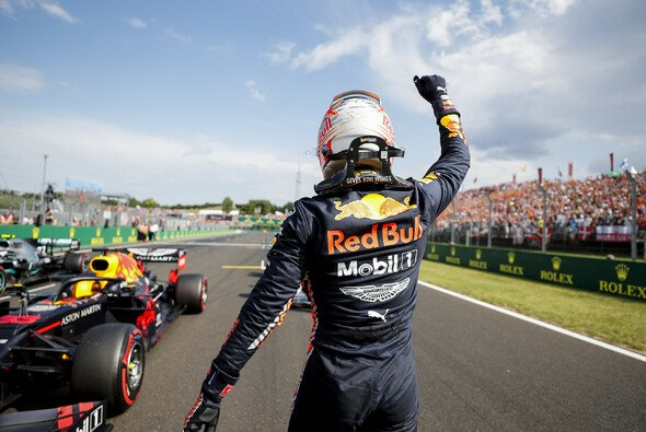 Max Verstappen kann in Ungarn über die erste Formel-1-Pole jubeln - Foto: LAT Images