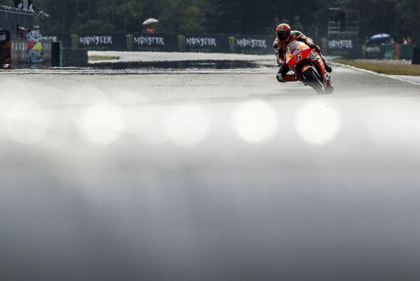 Die MotoGP-Piloten hatten es am Samstag mit schwierigsten Bedingungen zu tun - Foto: Repsol