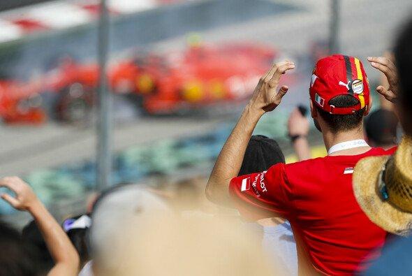 Charles Leclerc crasht im Ungarn-Qualifying vor den Augen der Vettel-Fans - Foto: LAT Images