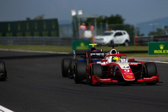 Mick Schumacher holt bei der Formel 2 in Ungarn seinen ersten Sieg - Foto: LAT Images