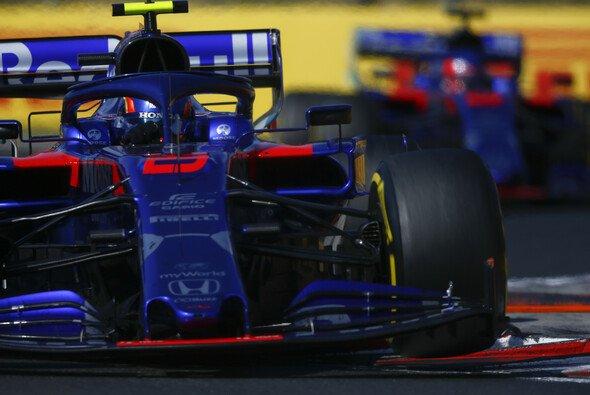 Alex Albon und Daniil Kvyat lieferten sich ein noch engeres Duell als Lewis Hamilton und Max Verstappen - Foto: LAT Images