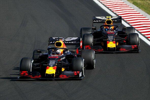 Pierre Gasly wurde beim Formel-1-Rennen in Ungarn abermals von Red-Bull-Teamkollege Max Verstappen überrundet - Foto: LAT Images