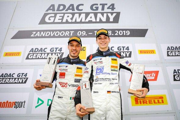 Sieger am Samstag in Zandvoort: Gabriele Piana (li.) und Marius Zug - Foto: ADAC GT4 Germany