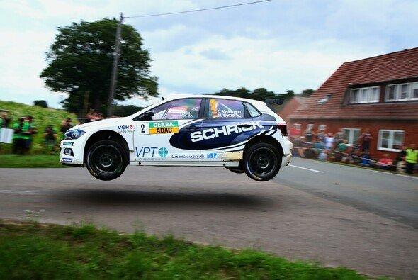 Riedemann feiert im VW Heimsieg bei der Rallye Sulingen - Foto: DRM