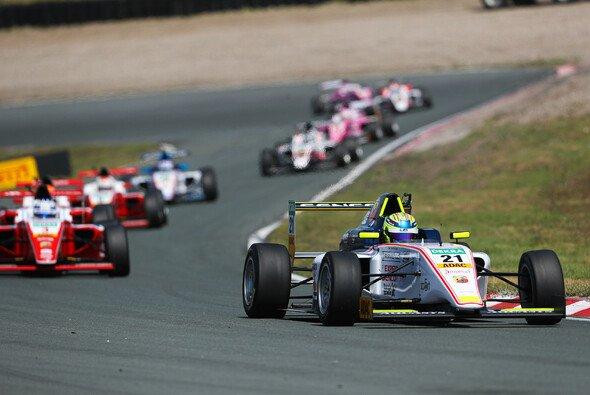 Theo Pourchaire will beim Heimspiel von US Racing CHRS groß erneut viele Punkte sammeln - Foto: ADAC Formel 4