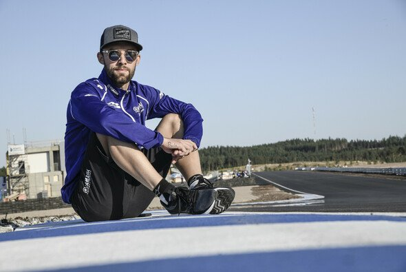 Jonas Folger steht ganz oben auf Jochen Kiefers Wunschliste - Foto: MotoGP