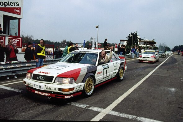 Legendäres DTM-Bild: Strietzel Stuck im Audi V8 quattro - Foto: Audi AG