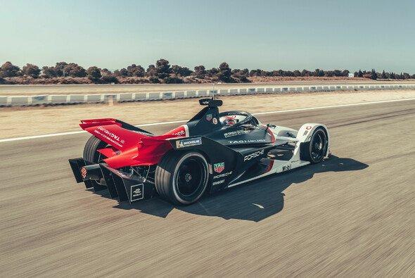 Neueinsteiger Porsche und Mercedes treffen erstmals auf die Formel-E-Konkurrenz - Foto: Porsche AG