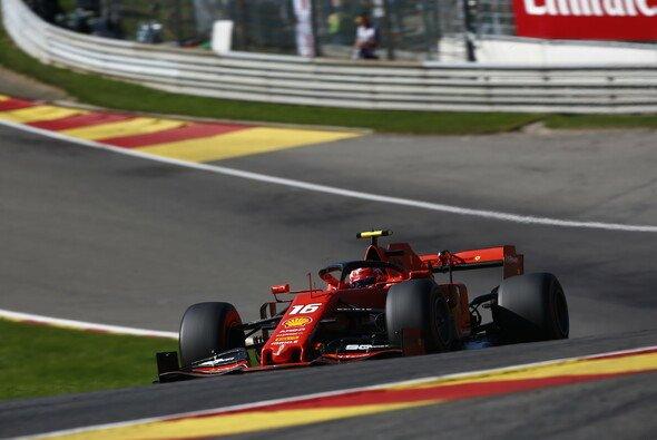 Charles Leclerc hatte die Konkurrenz im 2. Freien Training der Formel 1 in Spa fest im Griff - Foto: LAT Images
