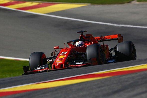 Sebastian Vettel sieht Ferrari trotz Dominanz nicht in der Favoritenrolle - Foto: LAT Images