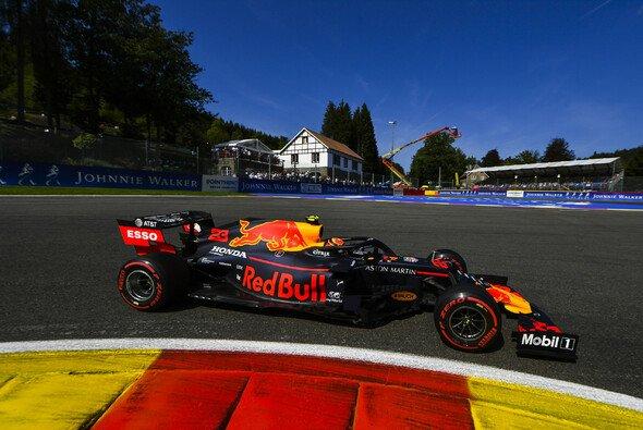 Alexander Albon überzeugte bei seinem Einstand für Red Bull in Spa-Francorchamps fast auf ganzer Linie - Foto: LAT Images