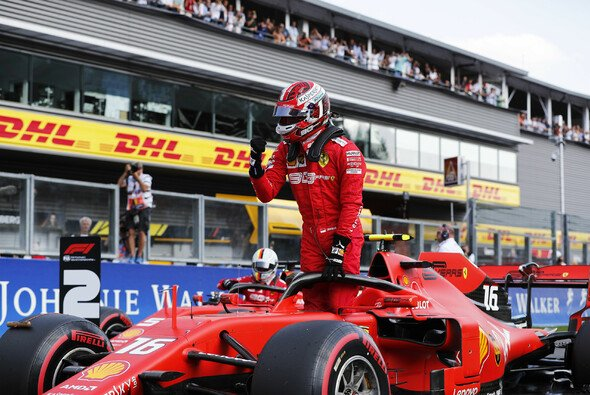 Charles Leclerc ergatterte in Spa eine dominante Pole Position - Foto: LAT Images