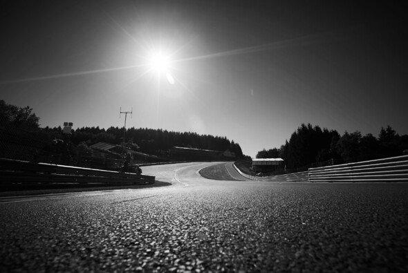 Trügerische Idylle: Der Motorsport hat auch eine grausame Seite - Foto: LAT Images