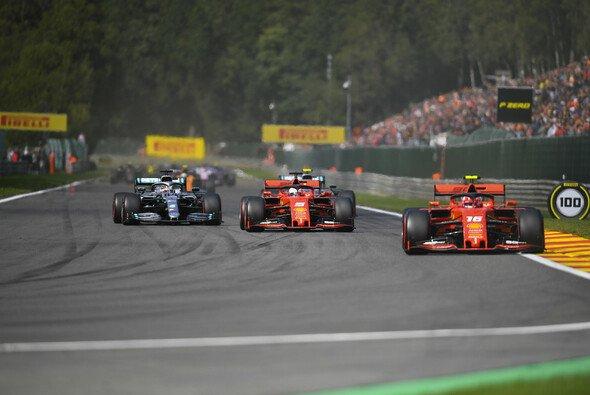 Sebastian Vettel diente in Spa recht schnell nur noch als Puffer für Charles Leclerc - Foto: LAT Images