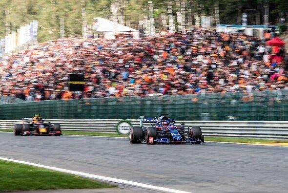 Daniil Kvyat behauptete sich beim Formel-1-Rennen in Spa lange gegen Ex-Teamkollege Alexander Albon im Red Bull - Foto: LAT Images
