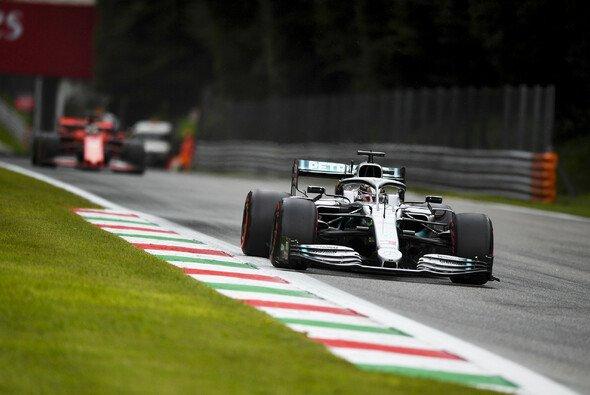 Lewis Hamilton startete stark in die Freitags-Trainings von Monza - Foto: LAT Images