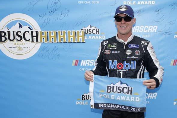 Fünfter Pole Award für Kevin Harvick in 2019 - Foto: LAT Images
