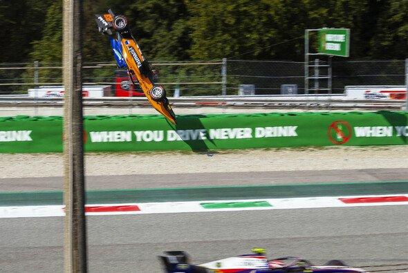 Alex Peronis Flugeinlage in Monza wurde durch einen hohen Kerb ausgelöst - Foto: LAT Images
