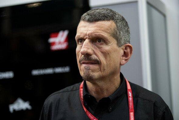Günther Steiner ist im Formel-1-Fahrerlager für seine klaren Aussagen bekannt - Foto: LAT Images