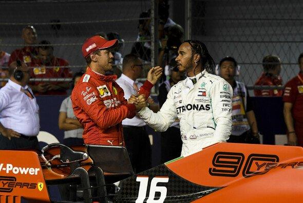 Sebastian Vettel und Lewis Hamilton begegnen sich in der aktuellen Saison nicht auf Augenhöhe - Foto: LAT Images