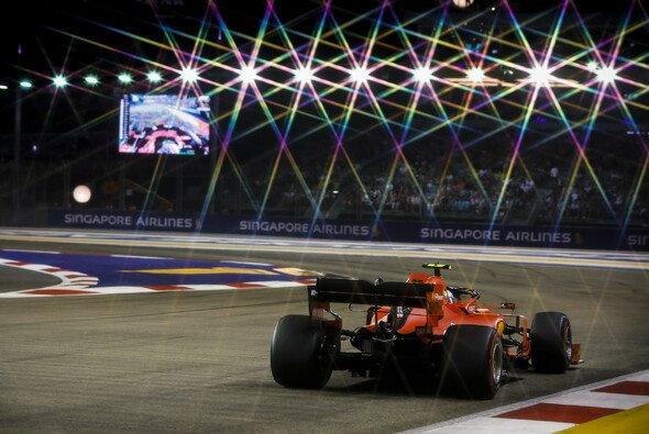Holt sich Ferrari nach der Pole auch einen völlig unerwarteten Sieg in Singapur? - Foto: LAT Images